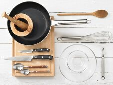 Kitchen utensils for making pan fried dishes