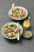 Wholemeal pasta with chicken, mushrooms and spinach with mustard sauce