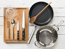 Küchenutensilien für die Zubereitung von Blumenkohl