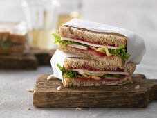 A goat's cheese sandwich with lettuce and cranberry sauce