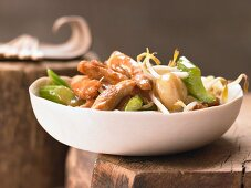 Chinese style chicken with vegetables and garlic
