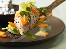 Chicken cooked in foil with lemongrass, carrots, leeks and ginger