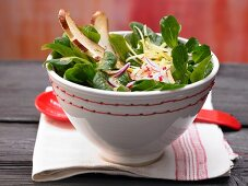 Bavarian-style salad with lamb's lettuce, pretzel stick slices, radishes and alpine cheese