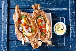 Cod with vegetables baked in parchment
