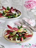 Chicory salad with apples and grapes