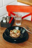 Stir Fry Rindfleisch mit Paprika und Sesam