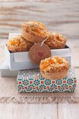 Mandarin muffins topped with brittle