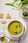 Wild garlic and spinach soup with wild garlic pesto
