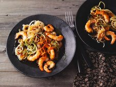Pad Thai with vegetable noodles and prawns