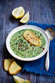 Spinach soup with lemon and toasted bread