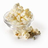 Popcorn with green pepper and salt