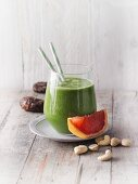 A kale and grapefruit smoothie with dates and cashew pulp (Sirtfood)