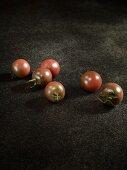 Sechs Tomaten der Sorte Chocolate Cherry