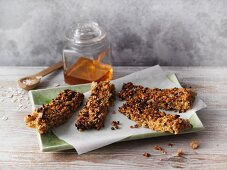 Crunchy protein bars with hemp and sweet lupin