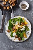 Spinach salad with caramelised mushrooms