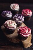 Sweet roses cupcpakes on the wooden board