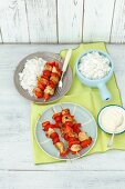 Chicken skewers with tomatoes and peppers with rice