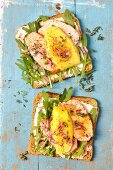 Toasted bread with smoked chicken, mango, rocket and honey