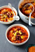 Chicken stew with leek, kidney beans and tomatoes
