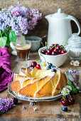 Vanilla cake with fruit and floral decorations