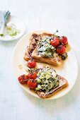 Savoury French toast with creamy leeks and kale, and grilled tomatoes
