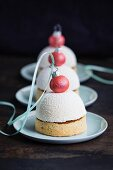Christmas domes (white chocolate mousse tarts)