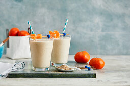 Breakfast smoothies made with mandarins and oats