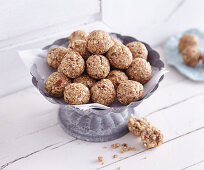 Muesli bite with almonds and sesame seeds