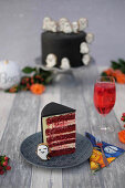Halloween cakes with royal icing biscuit (red velvet) - details