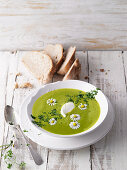 Chervil foam soup with daisies