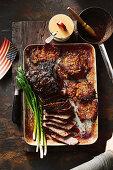 Gegrilltes Beef Brisket mit Ahornsirup-Bourbon-Glasur