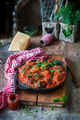 Meatballs in a pepper and tomato sauce