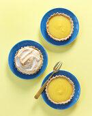 Mini lemon tarts with meringue