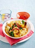 Garnelencurry mit Bandnudeln und chinesischem Brokkoli