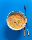 Curry soup with fried tempeh
