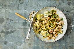 Parsnip noodles with artichokes and chicken (low carb)
