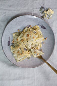 Tortelloni with blue cheese and chopped nuts