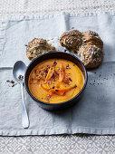 Karottencremesuppe mit Röstzwiebeln