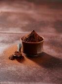 Kakaopulver im Schälchen