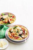 Cremige Pasta mit Schinken und gegrilltem Gemüse