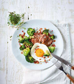 Lamb chops with roasted broccoli, fried eggs and bacon (low carb)