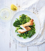 Parmesan chicken with peas and spinach salad (low carb)