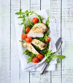 Gratinated chicken breast with tomato and rocket