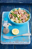 Pasta with tuna, green bean and lemon