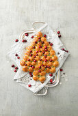 A sweet Christmas tree with cranberries and thyme
