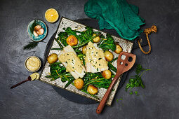 Fish fillets with lemon hollandaise and broccoli