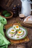 Mashed avocado ans bolied egg toast