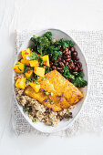 Mexican bowl with turmeric fish and spicy mango salsa (Low Carb)