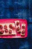 Erdbeer-Cheesecake ohne Backen, mit kandierten Erdbeeren