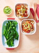 Hühnchen Gung Bao mit Reis und chinesischem Brokkoli